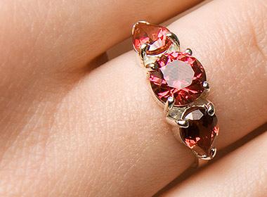 Umělý rubín u šperku prsten Sněhurka