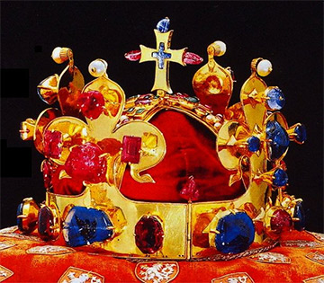 Svatováclavská koruna má safírů hned 18