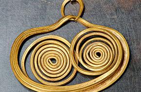 Historie šperků – zlaté náušnice z 18. stol.